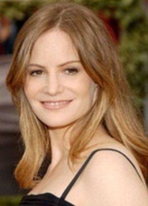 Jennifer Jason-Leigh
